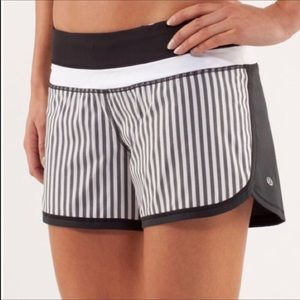 Lululemon Groovy Run Shorts 6 Gray Striped Front 6